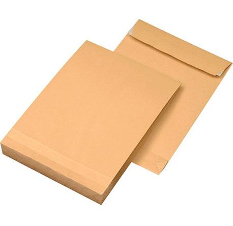 Versandtasche aus Papier in Vorder- und Rückansicht