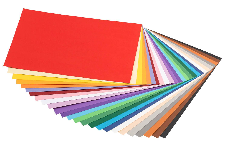 Aufgefächertes Papier in verschiedenen Farben
