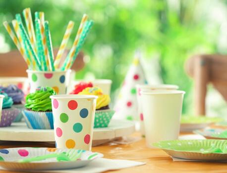 Kindergeburtstag mit Papptellern