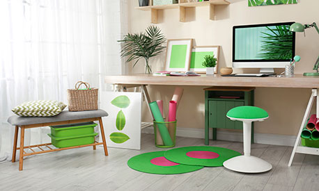 Arbeitshocker als Schreibtischstuhl