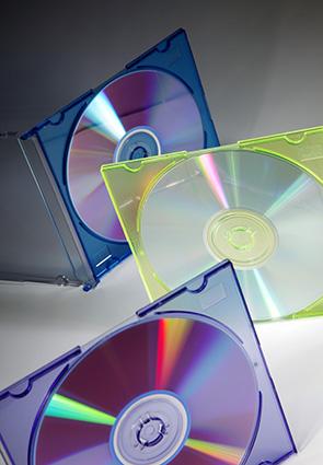 CD-Rohlinge in farbigen Hüllen