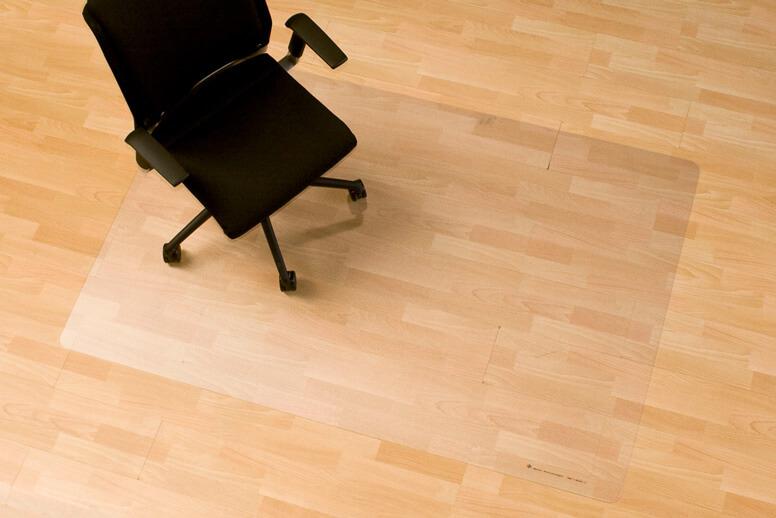 Bodenschutzmatte schützt empfindliche Böden vor Stuhlrollen