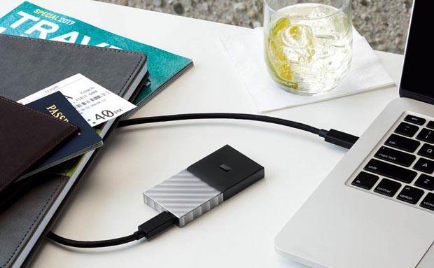 Externe Festplatte angeschlossen an einem MacBook