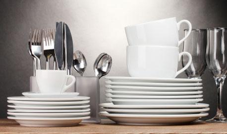 Verschiedenes Geschirr und Besteck