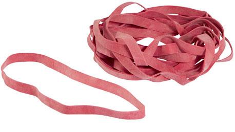 Rote Gummibänder auf einem Haufen