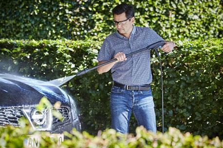Auto reinigen mit einem Hochdruckreiniger