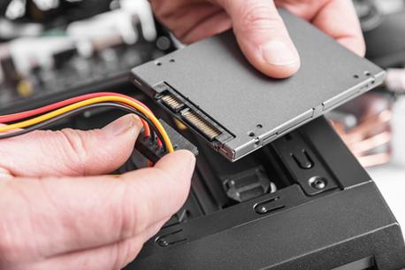 Interne SSD-Festplatte anschließen