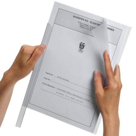Unterlagen werden mit einer Klemmschine zusammengehalten