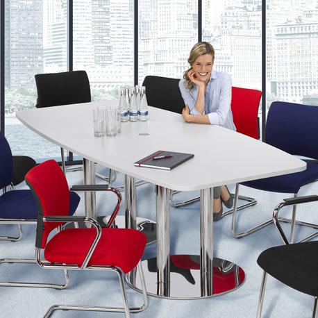 Konferenztisch in Tonnenform von hammerbacher