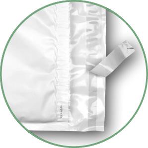 Luftpolsterversandtaschen mit Klebestreifen verschließen