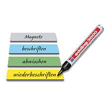 Verschieden farbige beschriftete Magnetschilder