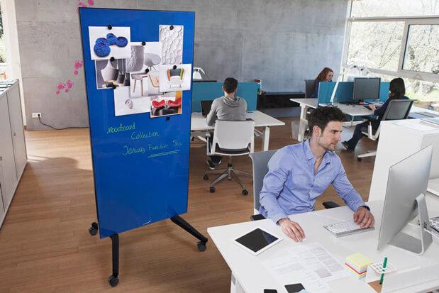 Rollbare Magnettafel in einem Designbüro