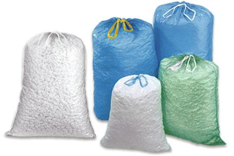 Verschieden große Müllbeutel auf einem Haufen