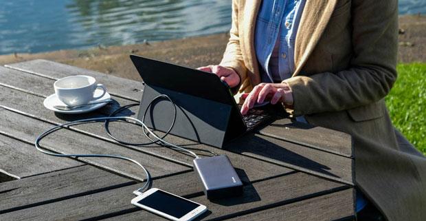 Powerbank lädt Tablet und Smartphone unterwegs
