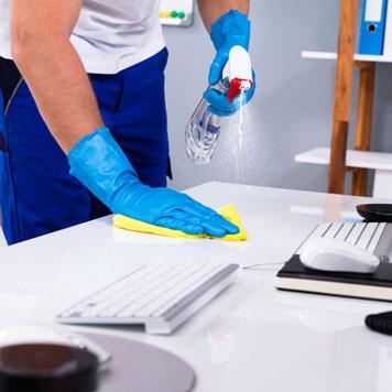 Reinigen des Arbeitsplatzes