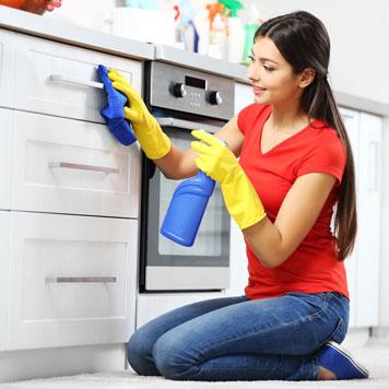 Reinigen der Küche