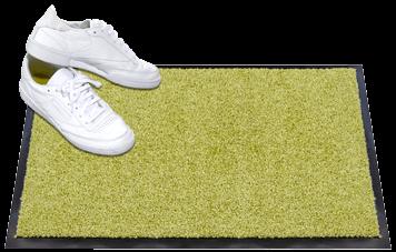 Grüne Schmutzfangmatte mit Schuhen