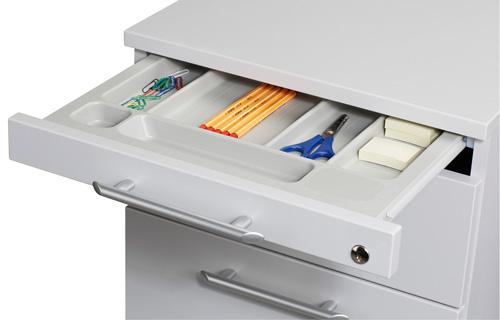 Detailsicht auf eine Schublade gefüllt mit Büroartikeln