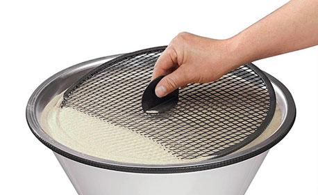 Ein Standaschenbecher mit Quarsandnetz