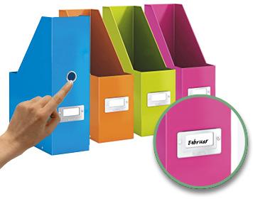 Farbige Stehsammler mit Griffloch und Beschriftungsschildchen