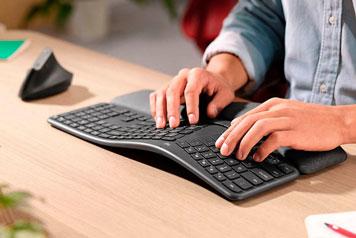 Ergonomisch geformtes Tastatur-Maus-Set