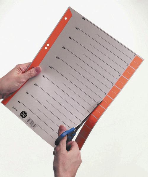 Trennblätter mit einer Schere schneiden