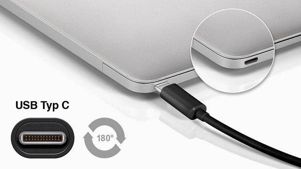 USB-Typ-C-Kabel an einem USB-C-Anschluss eines Macbooks