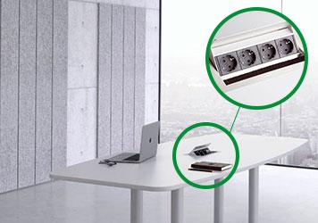 Tischsteckdose ion einem Büro