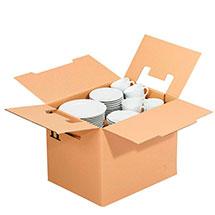 Umzugskarton gefüllt mit Geschirr